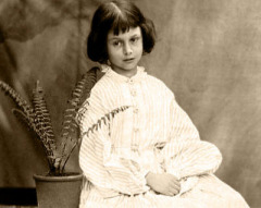 Малышка Алиса Лидделл, ставшая прототипом героини Льюиса Кэрролла