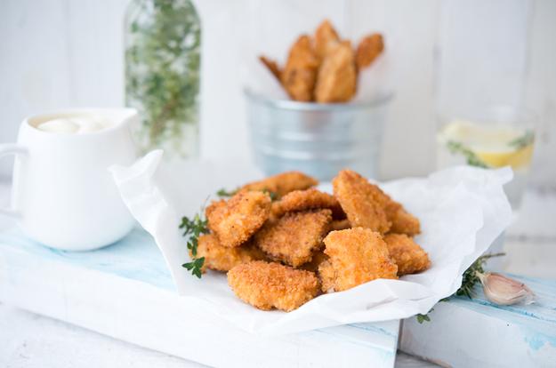 Как приготовить полезные и очень вкусные куриные наггетсы дома