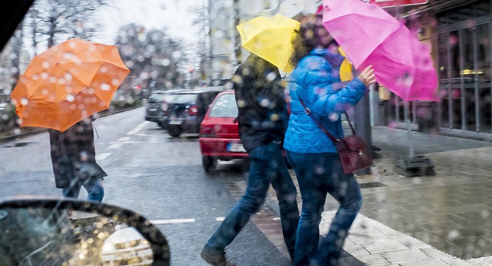 Синоптики предупреждают о непогоде в среду