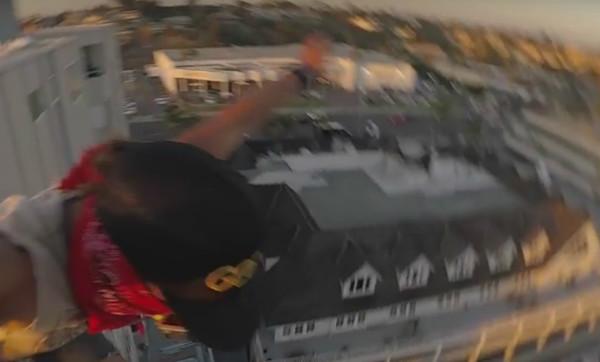 Видео дня: прыжок в воду с 40-метрового здания