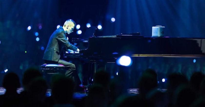 Пианист без кистей рук покорил Финляндию