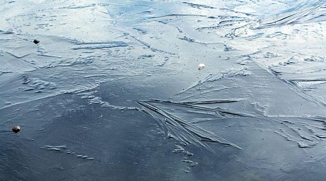 ОСВОД предупреждает об опасностях первого льда