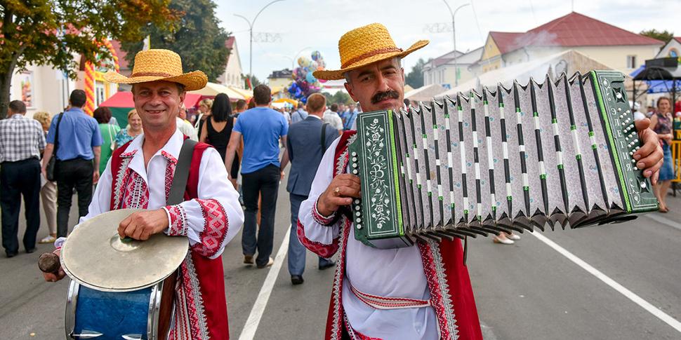 Какой он, среднестатистический белорусский мужчина? 37 лет, женат, пользуется интернетом