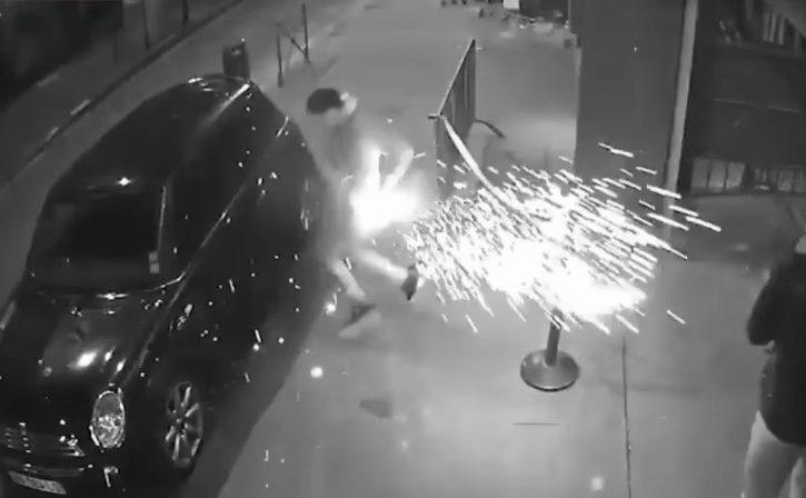 Видео: аккумулятор электронной сигареты взорвался в кармане