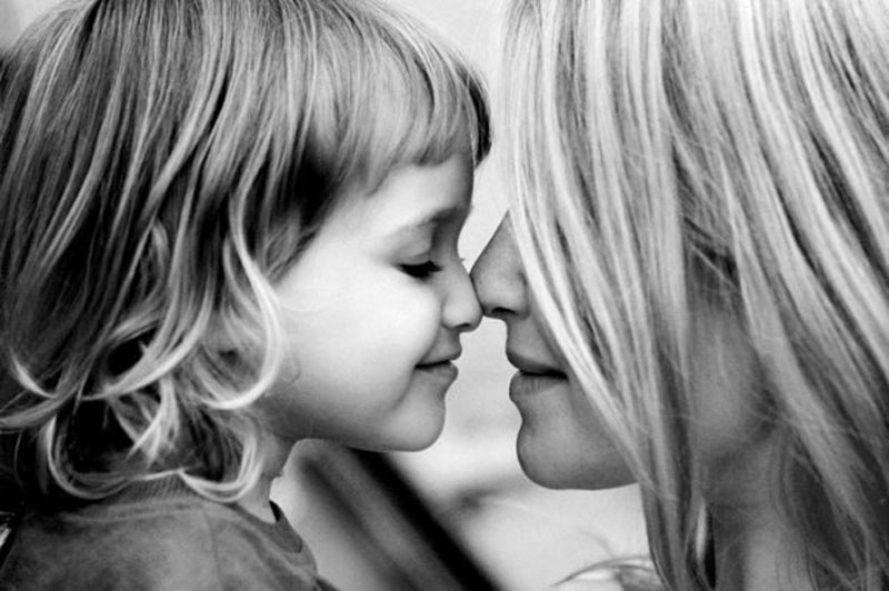 В России отмечают День матери: 8 трогательных видео о самом главном человеке в жизни