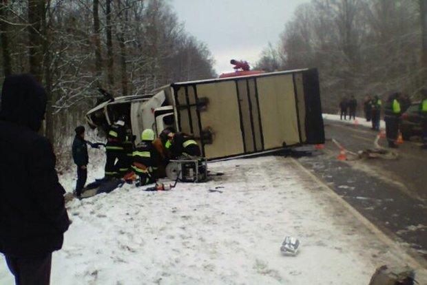 Под Речицей лоб в лоб столкнулись Opel и Mercedes: пострадали два человека