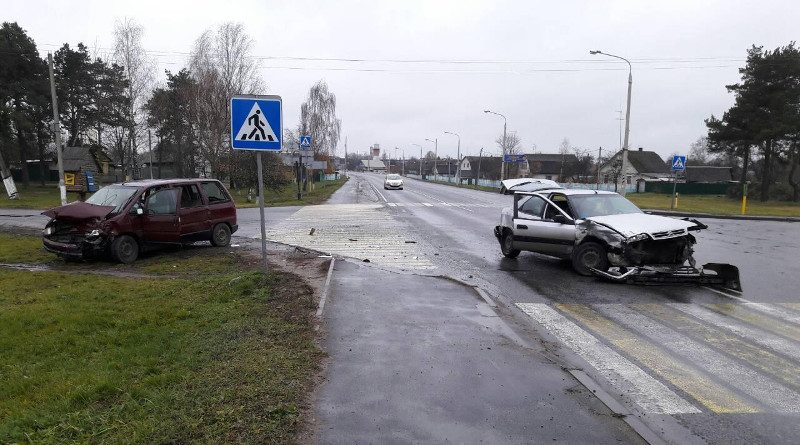 В Речице столкнулись два автомобиля Ситроен