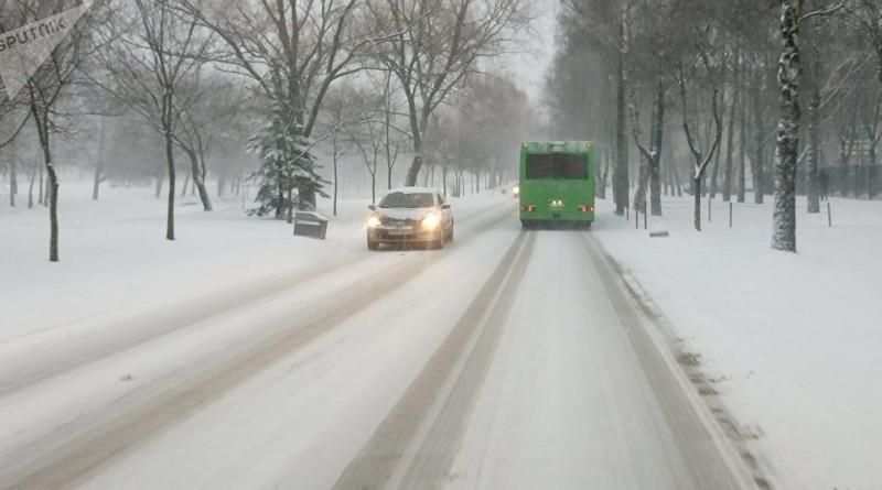 В Беларуси метели: ГАИ просит водителей быть внимательными на дороге
