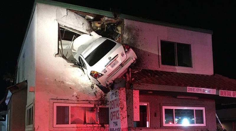 Фотофакт: В США водитель под наркотиками въехал во второй этаж поликлиники