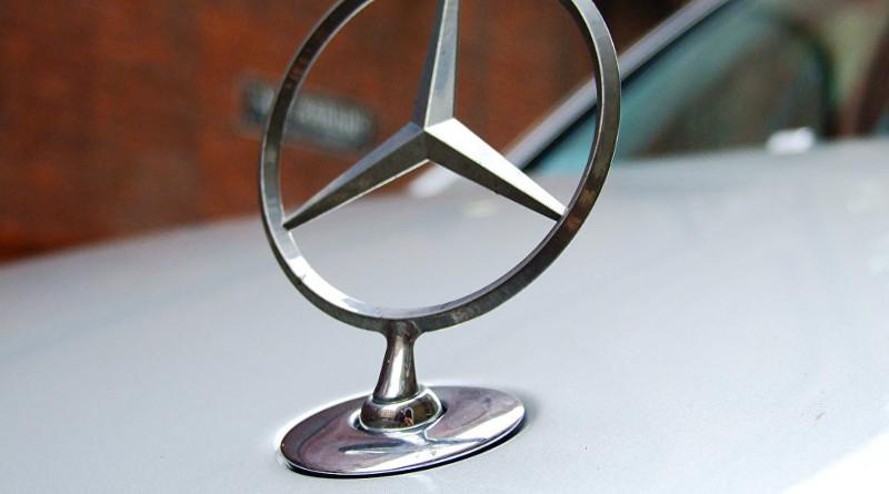 ГАИ Могилева ищет водителя Mercedes, дрифтовавшего на Площади Славы