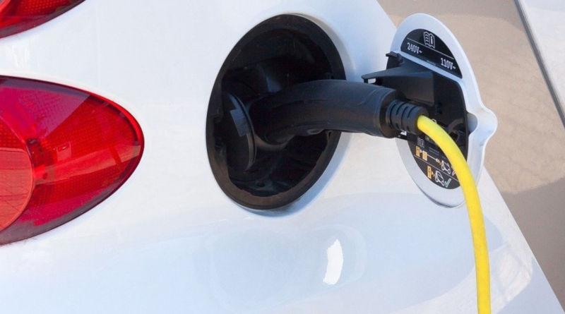 До конца года число зарядных станций для электромобилей увеличится до 100