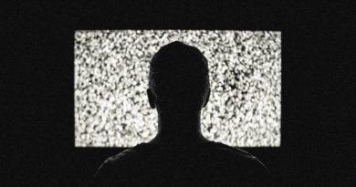 Вредно ли смотреть телевизор втемноте?