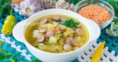 Чечевичный суп сохотничьими колбасками на курином бульоне