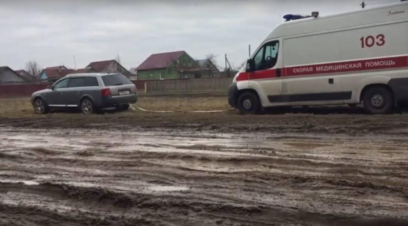 Водитель на Audi вытащил скорую из непролазной грязи – видео