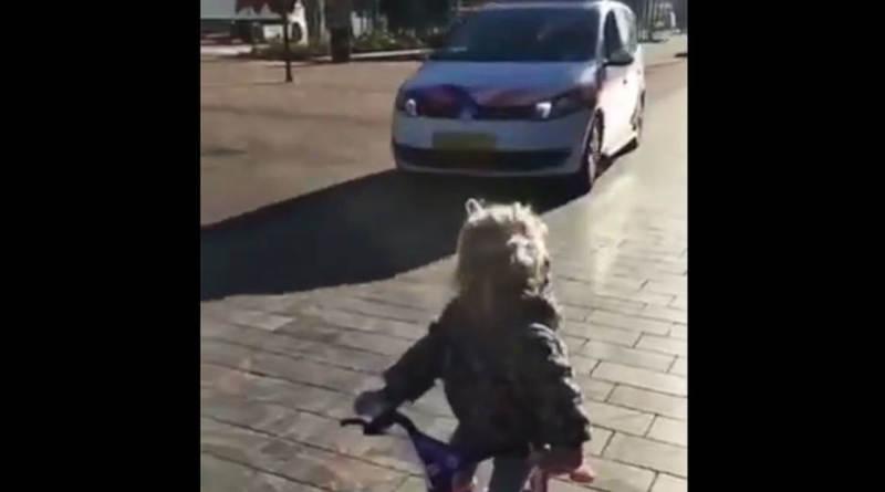 Слишком милое видео: полицейский ималенькая девочка устроили гонки