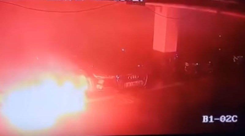 Электрокар Tesla взорвался исгорел на парковке вКитае — видео