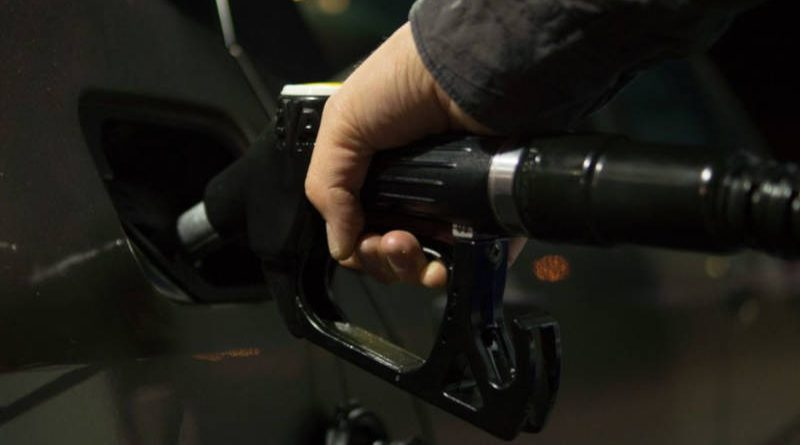 Бензин вБеларуси вторые выходные кряду не дорожает, адешевеет