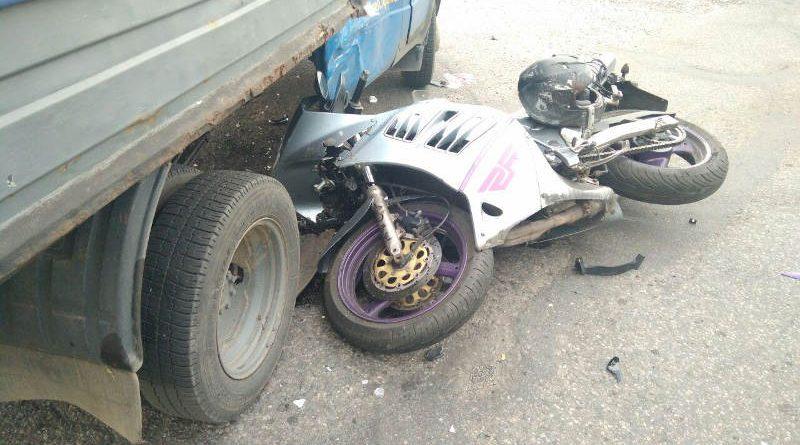 В Речице водитель «Газели» не уступил дорогу мотоциклисту. Результат — ДТП