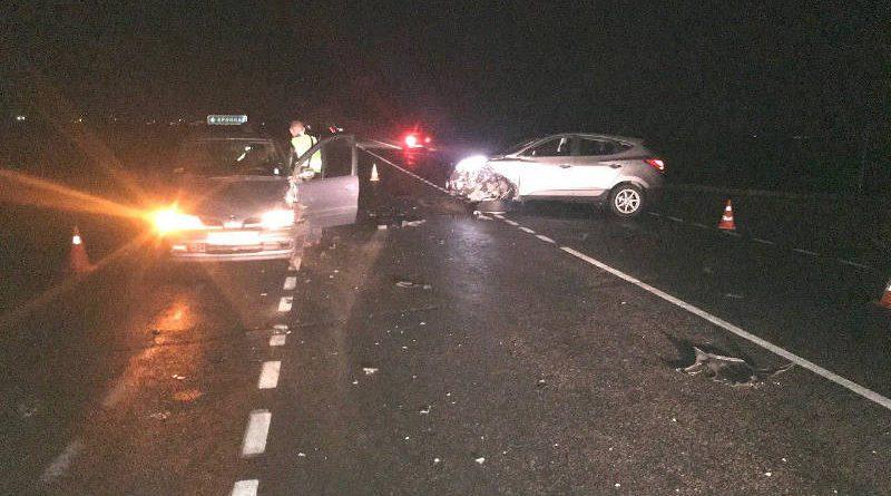В Речицком районе водитель автомобиля Хёндэ не пропустил Рено. Произошло столкновение